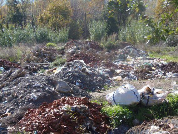 σκουπίδια - μπάζα - χωματερή 2