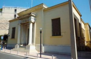 Από το 1926 έως το 1932 οι Ν.Σ. βρισκόντουσαν στο χώρο που σήμερα φιλοξενεί το κτίριο της Τράπεζας της Ελλάδος