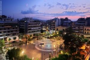 Η πλατεία Δημοκρατίας είναι το κεντρικότερο σημείο του Αγρινίου