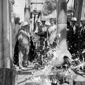 φωτογραφία του Εθνικού Λογοτεχνικού και Ιστορικού Αρχείου. Το 1962 στην Κλεισούρα ξεκινούν γεωτρήσεις για την πιθανότητα ύπαρξης πετρελαίου.