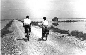 Τότε πηγαίναμε στην Τουρλίδα με το ποδήλατο… σήμερα πηγαίνουμε με το αυτοκίνητο… τα χρόνια πέρασαν… υπάρχει διαφορά!!!