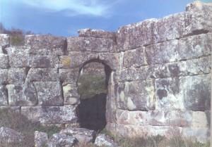 Στράτος. Η παραποτάμια πύλη της οχύρωσης