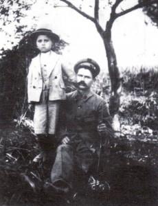 Ο παιδονόμος Κων/νος Ανδρώνης με το γιο του